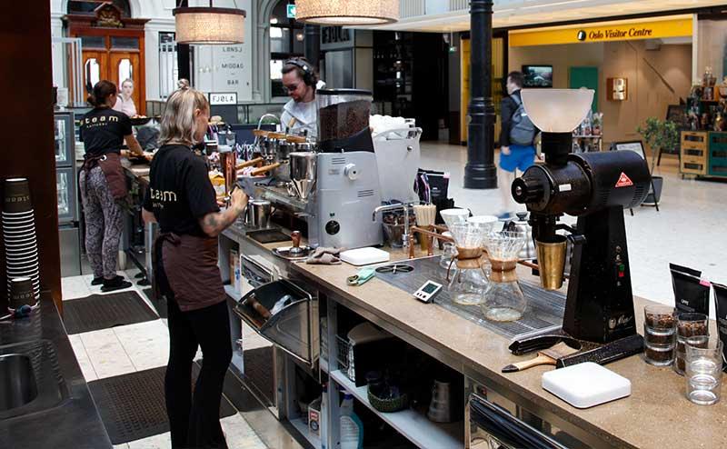 Baristaer i kaffebar